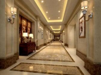 Sisämaisemahotellin käytävä