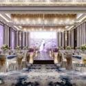 Violetti hääjuhlaravintolan sisustuskohtaus