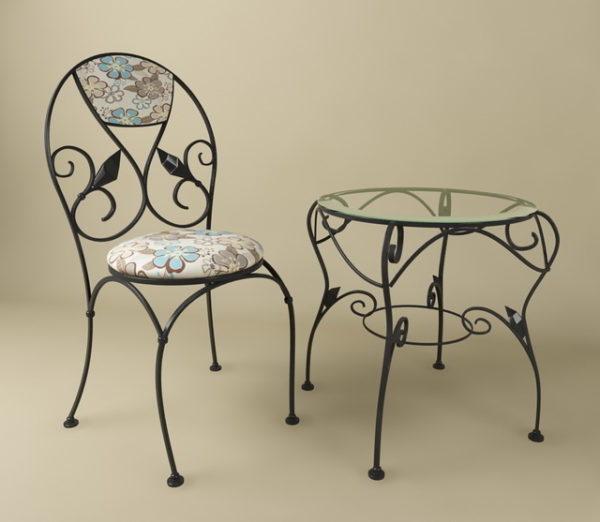 Klassinen takorautapöytä ja tuoli