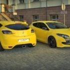 Žlutý sportovní vůz Renault Megane