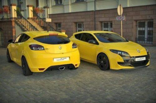 Carro esporte amarelo Renault Megane