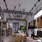 Wnętrze wystawy odzieży