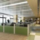 Spazio ufficio generale con tavolo da lavoro