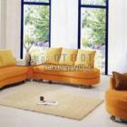 Helles Wohnzimmer mit Gelb