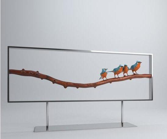 Escultura de pájaro en rama de vajilla