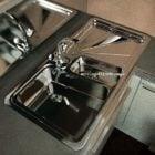 台所の流しのステンレス鋼